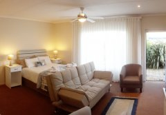 113-on-robberg-room-5-dbed-lounge.jpg